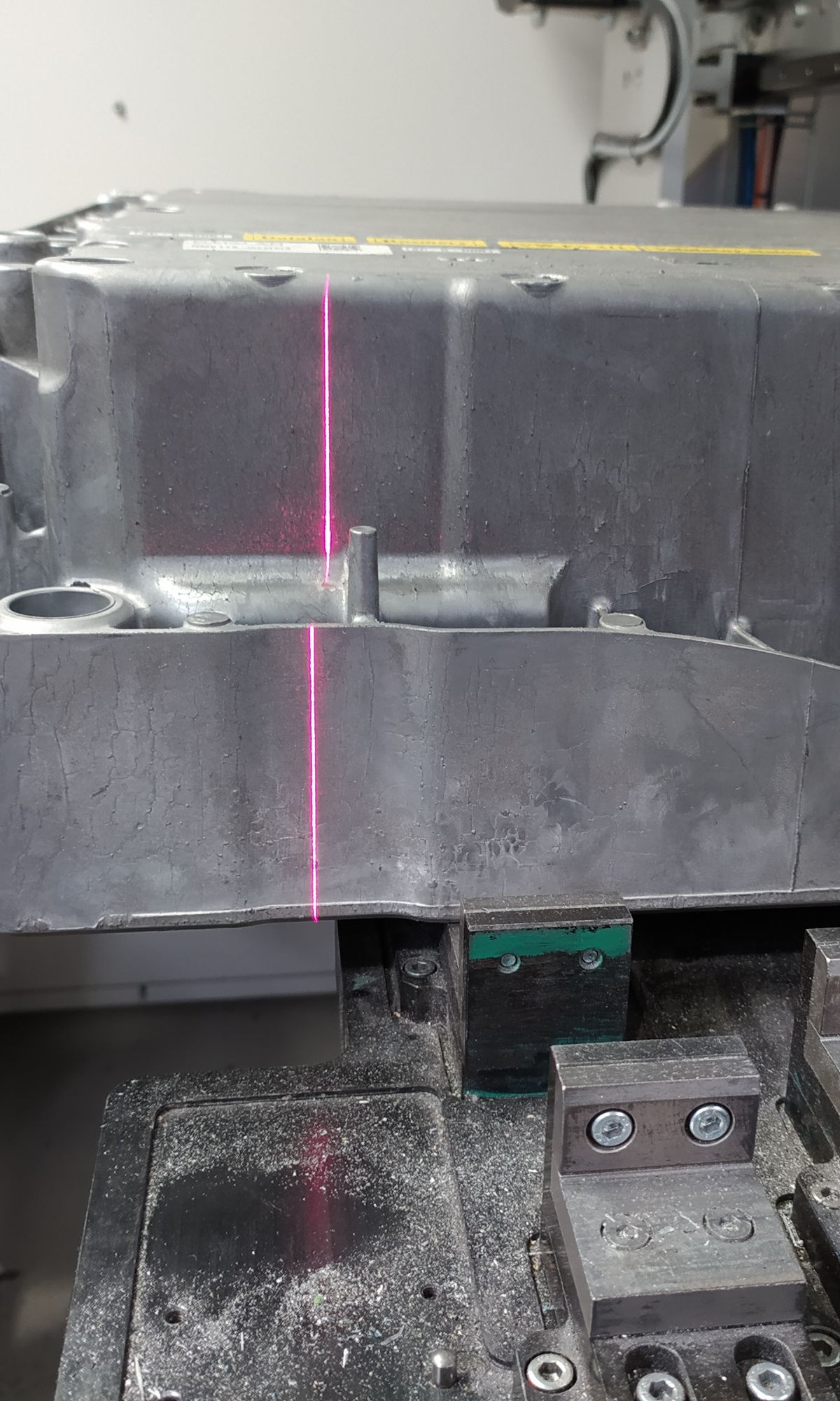 Aluminum casting with scanning laser line